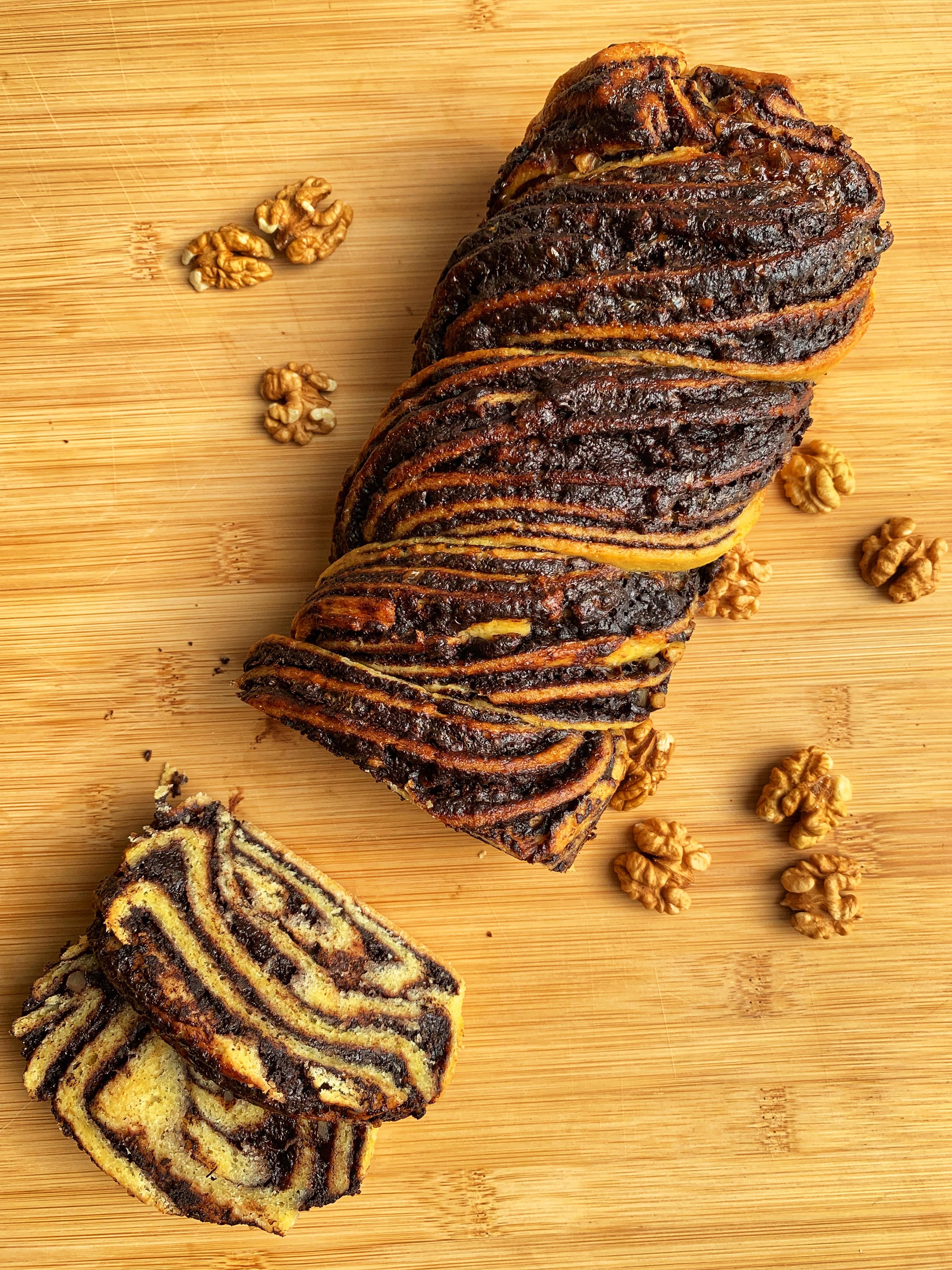 Pletenica brez glutena s čokolado in orehi