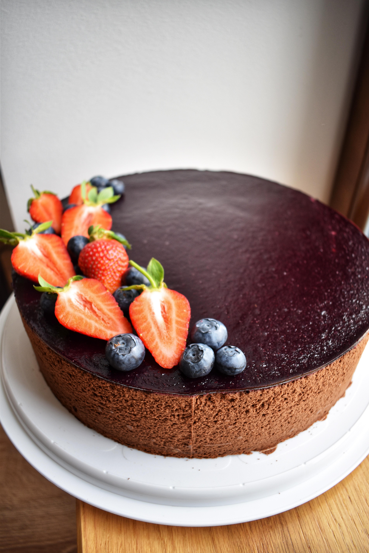 Čokoladno borovničeva torta brez glutena